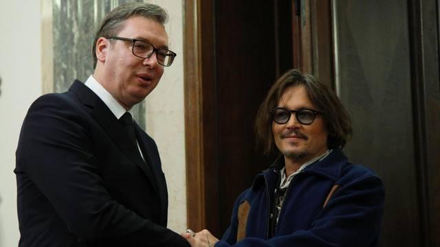 Johnny Depp sletio u Beograd, dočekao ga je nasmijani Vučić