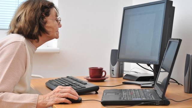 'A kako ćemo se mi stariji, bez interneta, prijaviti za testove?'