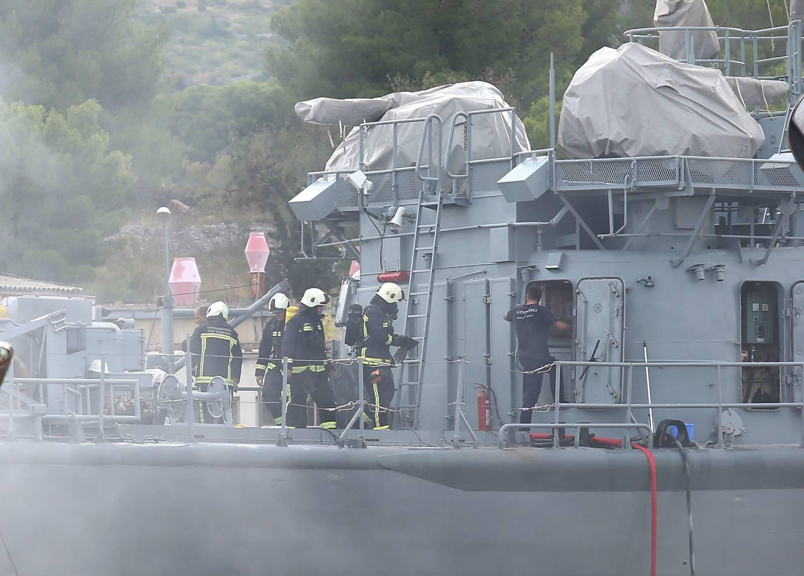 Šibenik: Izbio požar remontnom brodogradilišiu NCP  iz topovnjače Vukovar Hrvatske ratne mornarice