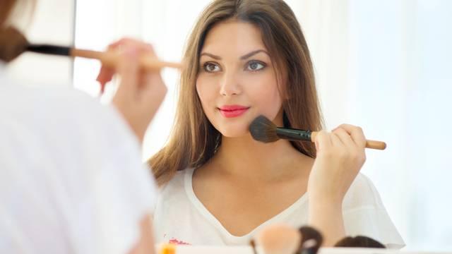 Stari proizvodi mogu naštetiti koži: Evo koliko traje šminka