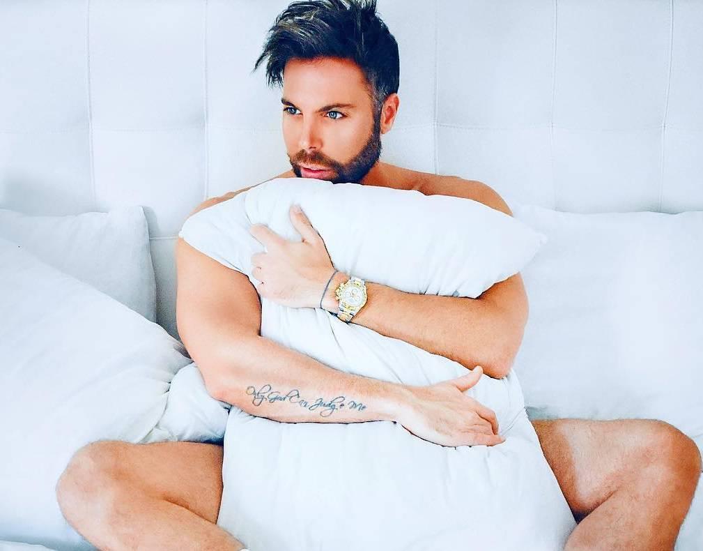 Grubnić objavio golišavu fotku: 'Bivša ljubav me povrijedila...'