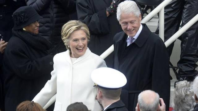 Nove optužbe protiv Clintona: Napao čak četiri tinejdžerice?
