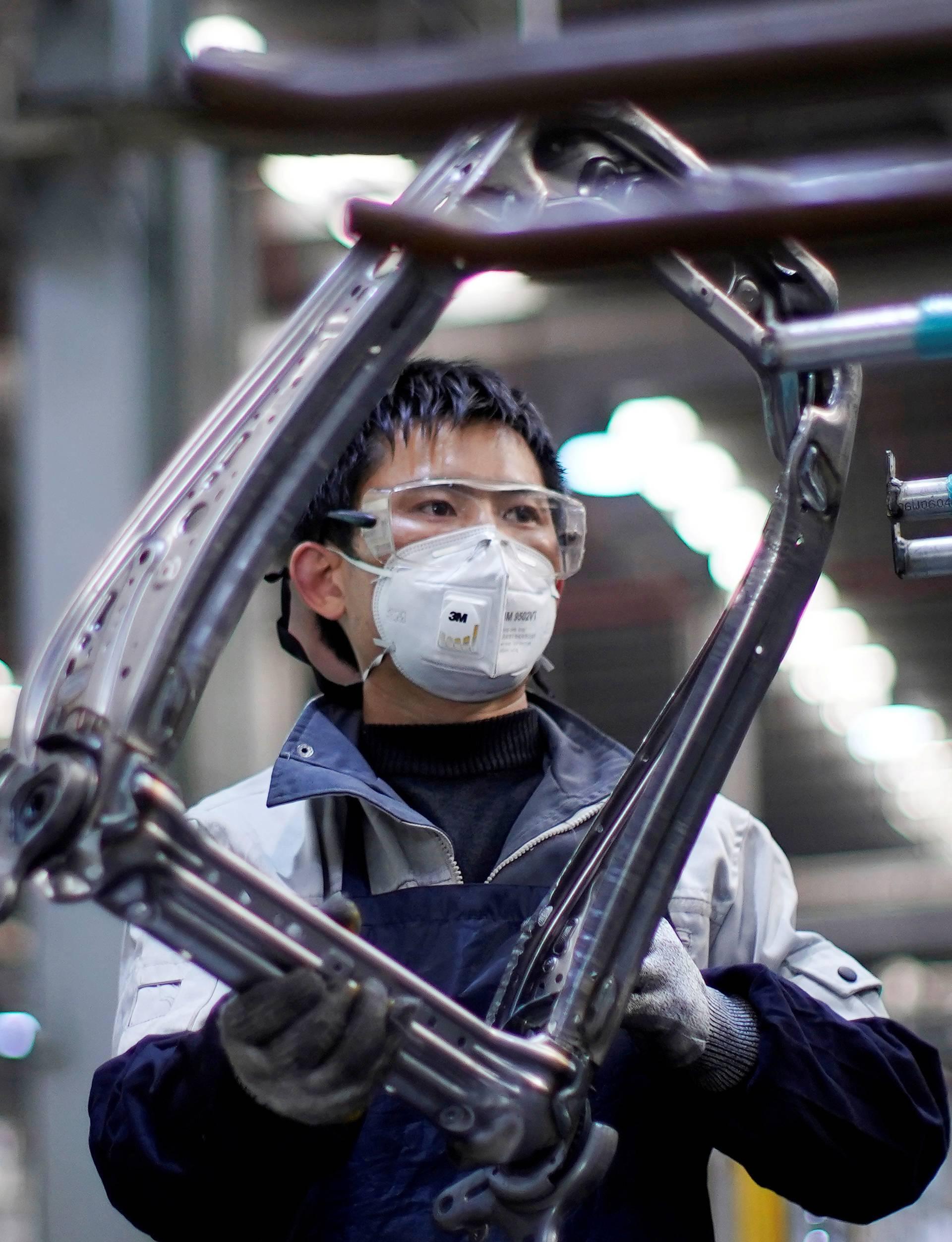 I autoindustrija pomaže te proizvodi maske, respiratore...