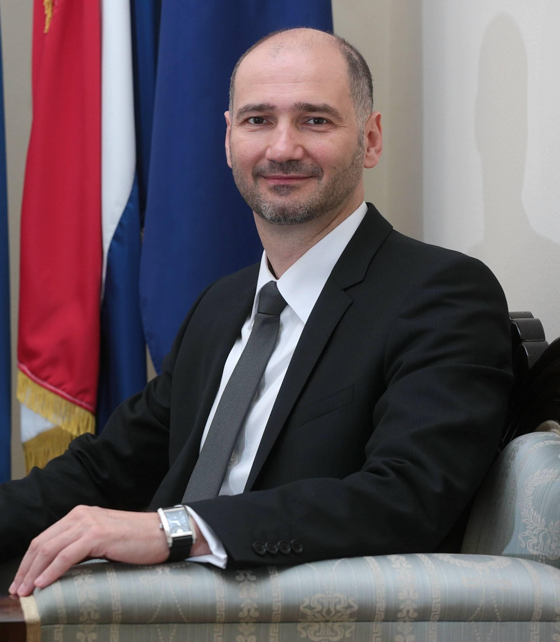 """Klisović: """"Dignite glas protiv ograničavanja ženskih prava"""""""