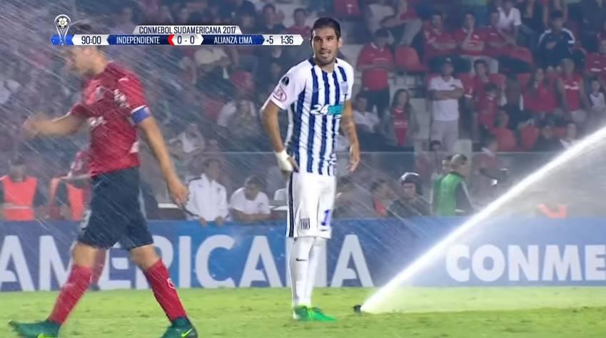 Pedro, gasi vodu! Prskalice su oprale igrače usred utakmice...