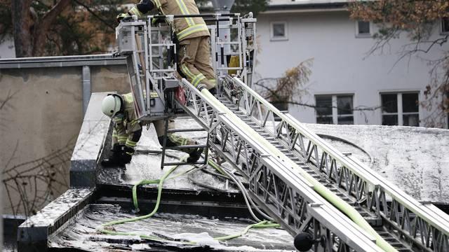 Berlin: Vatrogasci satima gasili požar u podzemnoj željeznici