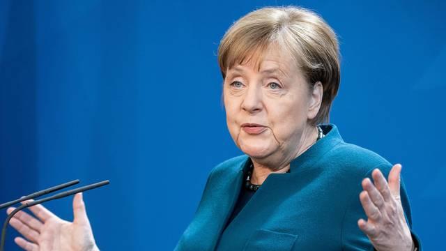 Merkel: Postigli smo jako ograničen napredak u pregovorima EU-a i Londona