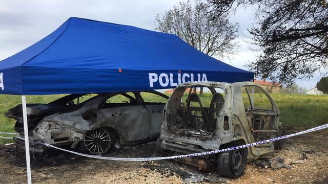 Izgorjela su dva auta: Planuo je Mercedes, a nakon njega Smart