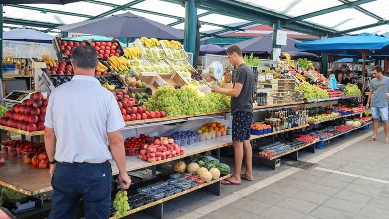 Grožđe 50, češnjak 100 kuna: Rovinjska tržnica najskuplja u državi, ali to ne smeta turistima