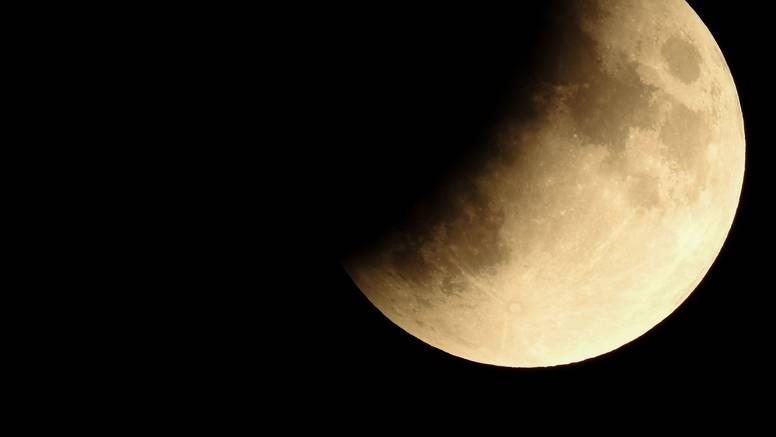 Pomrčina Mjeseca: 'Poprimit će crveno-smeđu nijansu noćas'