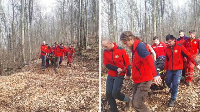 Drvo palo na njega: HGSS-ovci ga spašavali, teško je ozlijeđen