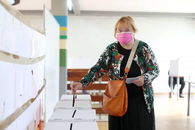 Zagreb: Kandidatkinja za gradonačelnicu, Mrak Taritaš, izašla na izbore