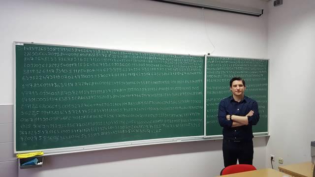 Ne zna svoj OIB, ali zapamtio je čak 1570 decimala broja Pi