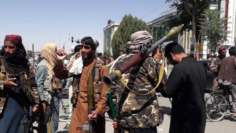 Žene će morati biti pokrivene, a talibani će uvesti i šerijat: 'Oni su jaki zbog ideologije i religije'