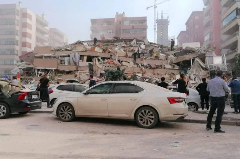 Stravične snimke razornog potresa, tsunami nosio jedrilice