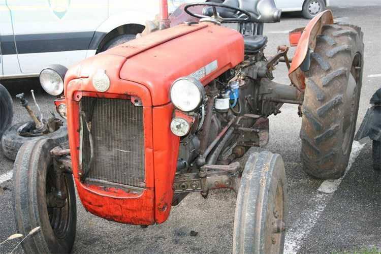 Sudar u Rovinju: Išao pretjecati traktor pa ga udario, traktorist pao s vozila i teško se ozlijedio