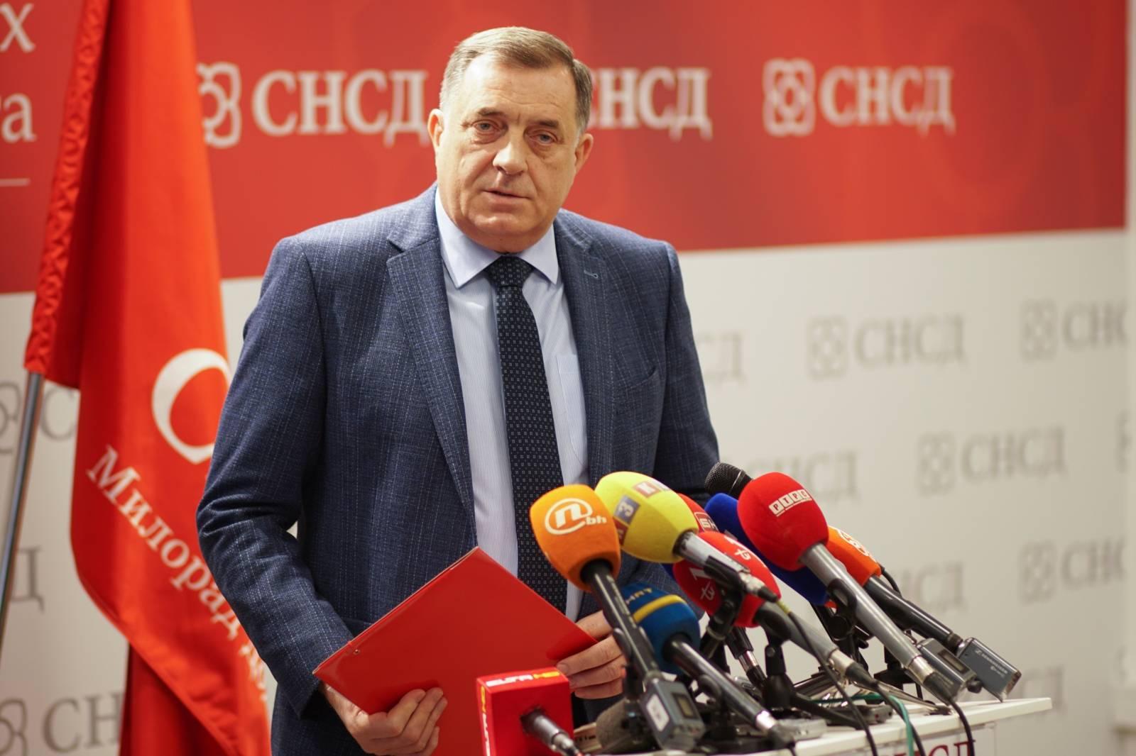 Banjlauka: Milorad Dodik današnju konferenciju posvetio hvaljenju predsjednika Srbije Vučića