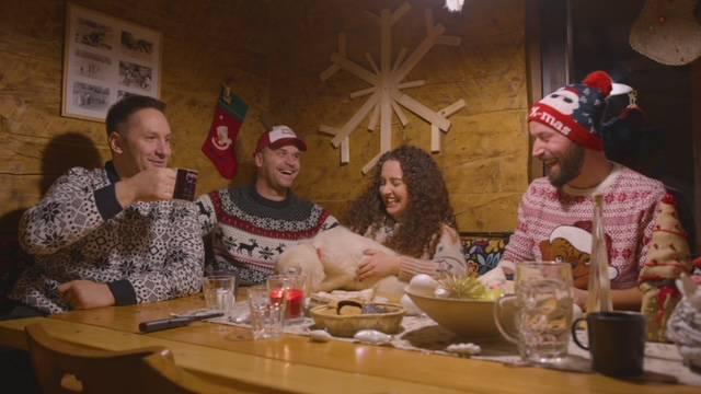Adastra ima novi hit: 'Uvijek sam maštao o slavljenju Božića negdje u kolibi usred šume'