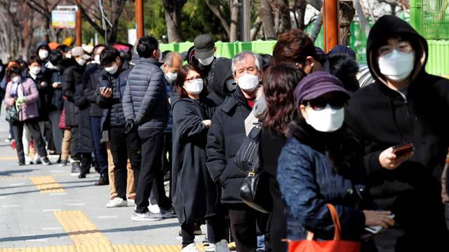 Zarada na koroni: Peglali i prali maske pa ih prodavali kao nove