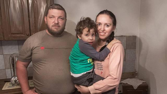 Andrej (3) živi u kući od blata punoj miševa: Teško govori i hoda, a mama ima epilepsiju