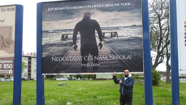 Prijatelji se od njega oprostili plakatom: Naš Nikola se ženi