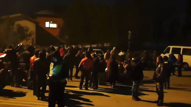 Prosvjednici blokirali ceste u  BiH, putnici stoje na hladnoći