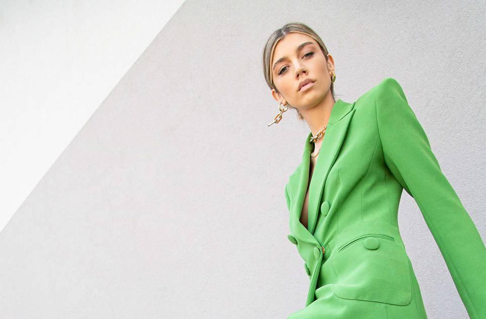 Mia Matić nosi ljetni kolorit u znaku sunca i snažne zelene