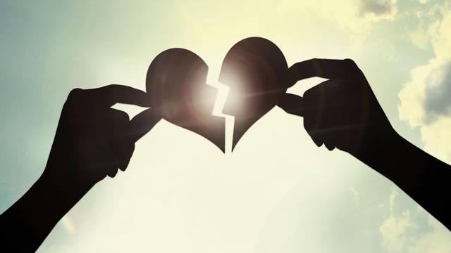Kako prekinuti s nekim s kim živite, a što ako imate i djecu?