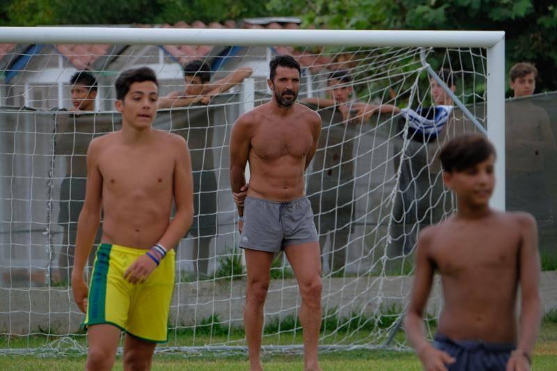 * MINIMUMÂ WEB USAGEÂ FEE * Marina di Massa (MS) Gigi Buffon plays football in the rain with the kids bathroom Bulgarelli MINIMUM PRICE FOR USE WEB 200 â,¬ FOR 10 PHOTOS