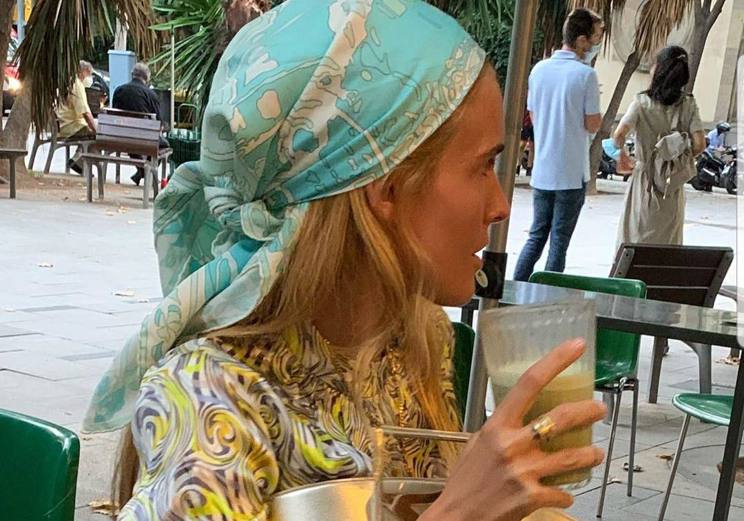 Pastelno šarenilo: Marama i košulja kao iz sedamdesetih