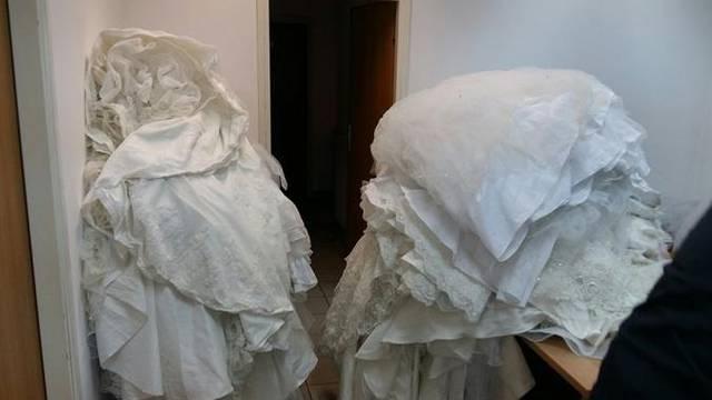 U albanskom autobusu pronašli 34 vjenčanice i sedam korzeta