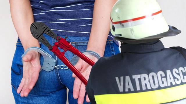 Ušetala s lisicama na rukama i tatom u policiju, vatrogasci je oslobodili: 'Ovo se ne vidi često'