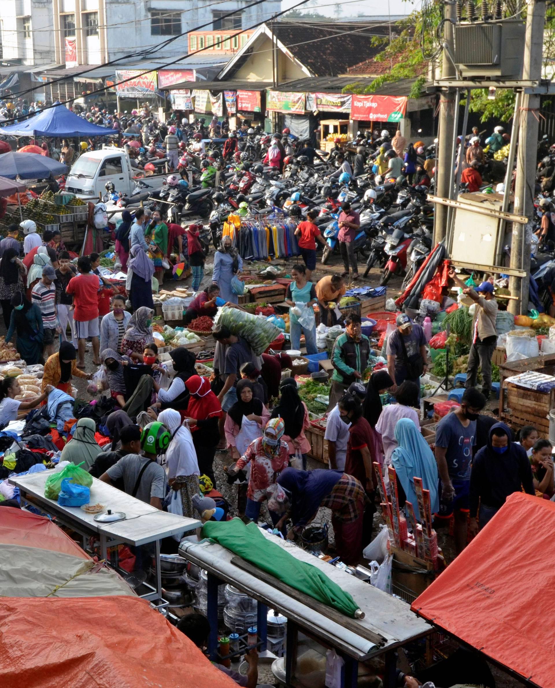 People visit traditional market ahead of Eid al-Fitr celebrations in Bandar Lapmpung