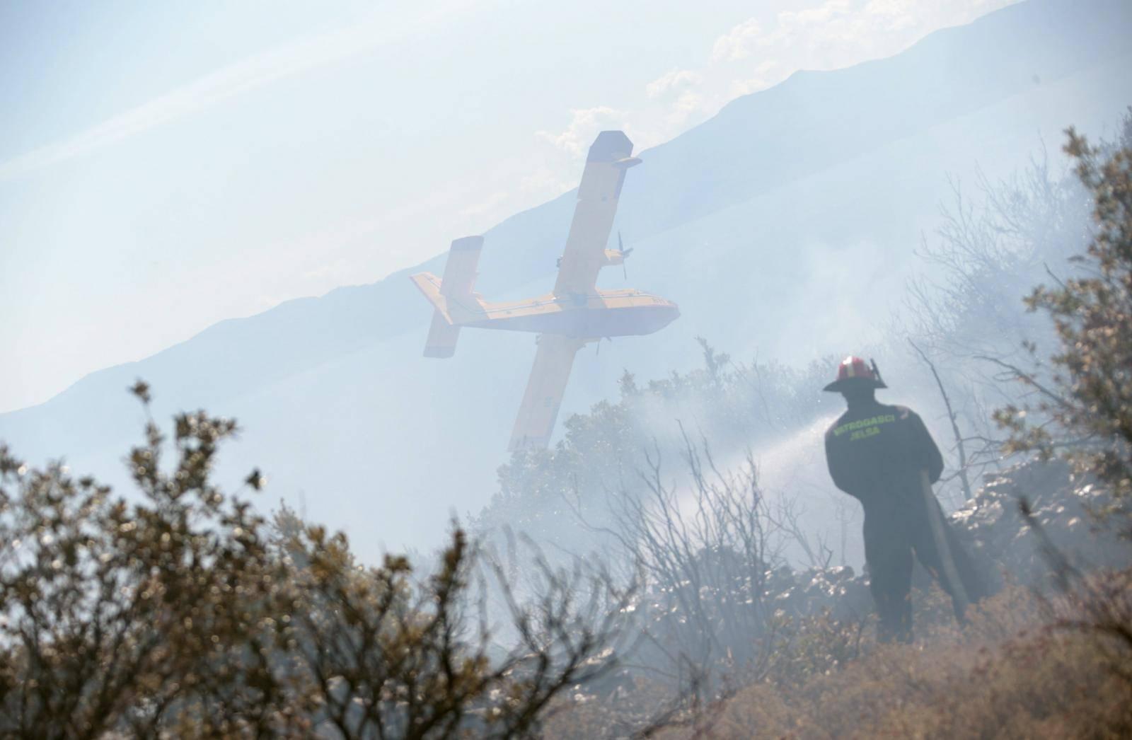 Požar u Smokvici se proširio: 'Još je velika borba pred nama'