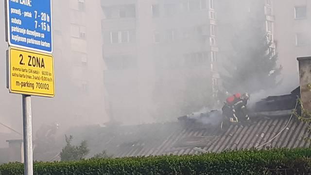Vatrogasci brzo ugasili požar kuće u  strogom centru Zagreba