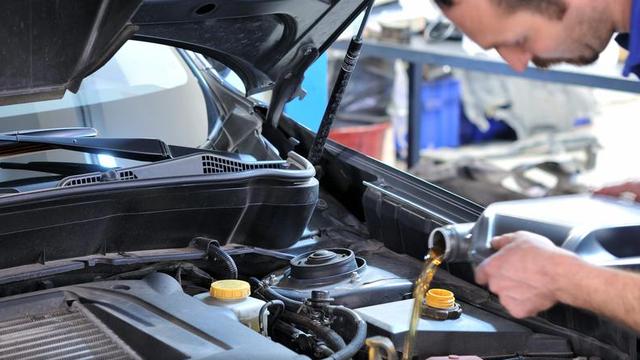 Jeste li znali: Kad je stvarno vrijeme za novo ulje u motoru?