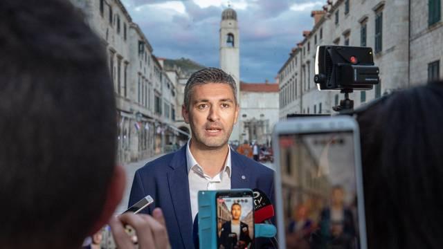 U Dubrovniku 13 novih slučajeva, gradonačelnik upozorava: 'Korona ili sezona!'