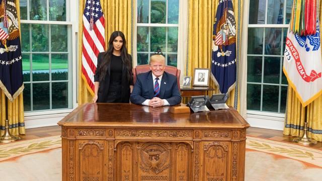 Kada Kim Kardashian zamoli, Trump ispuni: Pomilovao ženu