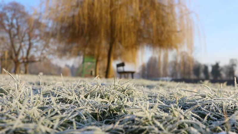 Čarolija hladnog zimskog jutra uz obalu Korane u Karlovcu