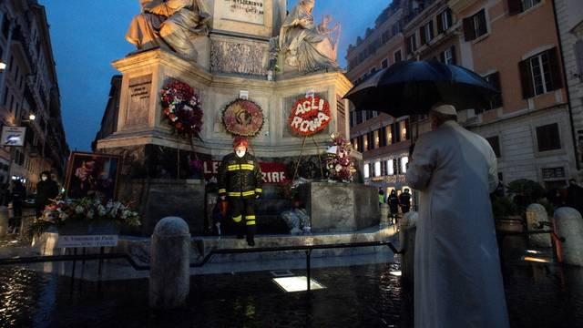 Pope starts grim Rome Christmas season with pre-dawn visit to statue