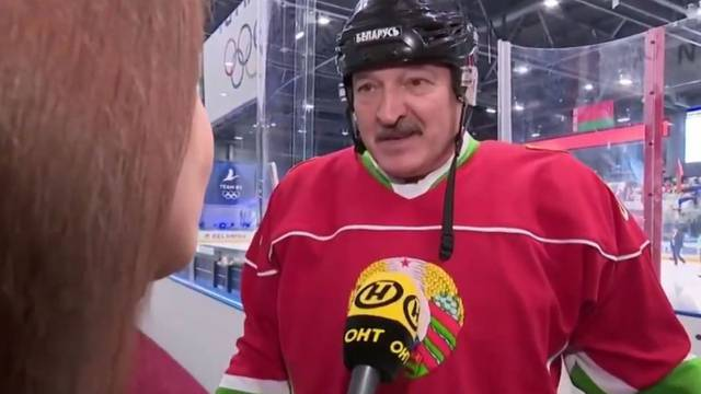 Bjeloruski predsjednik zaigrao hokej: Vidite li virus u zraku?
