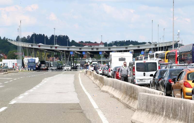 Opet kaos na Bregani: Putnici na granici čekaju i do pet sati!