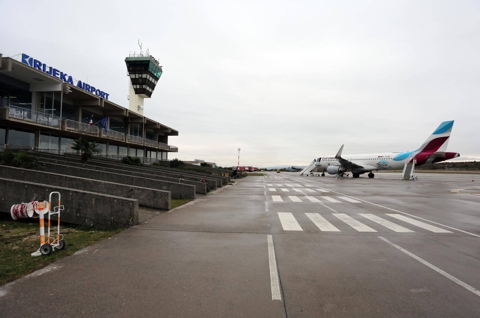 Direktor zračne luke zamijenio brave, kontrolori otišli iz luke