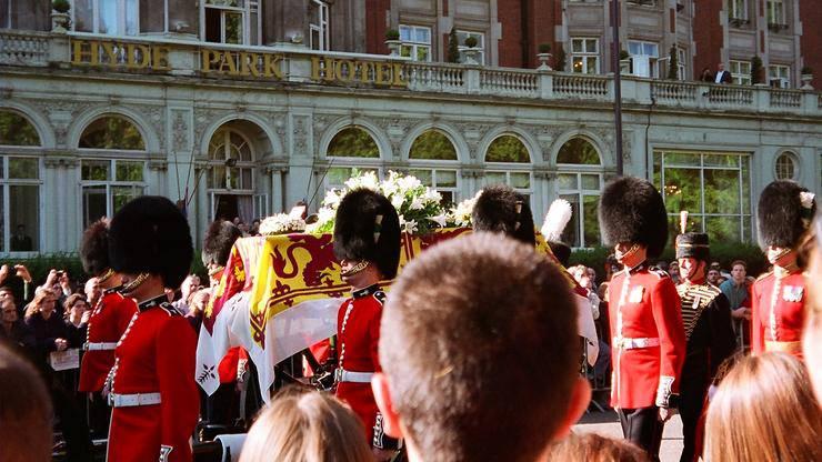 Iscurili  detalji kaosa s Dianina pogreba: O tome se šutjelo...