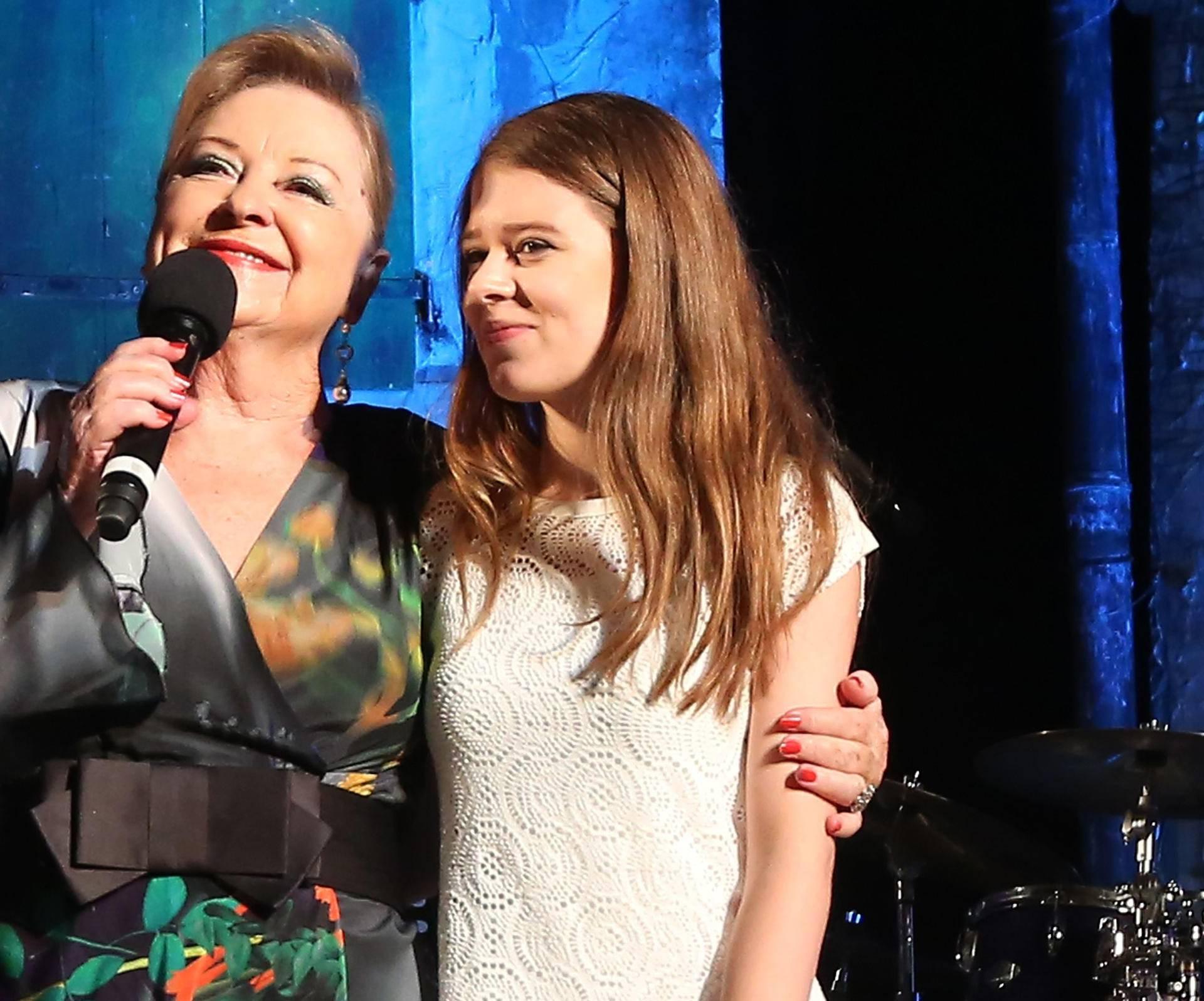 Gabi je s unukom Lu pjevala u spomen velikom Arsenu Dediću