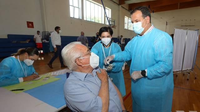 Još se nije cijepilo gotovo 40 posto starijih od 65, liječnici dobili zadatak da ih zovu