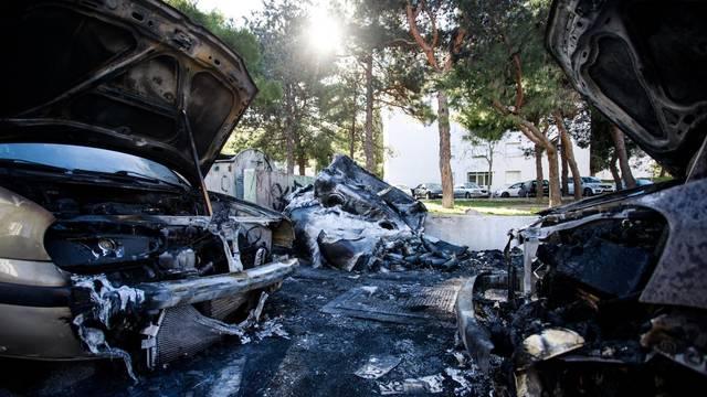 Gorjeli kontejneri u Splitu, požar zahvatio i dva automobila