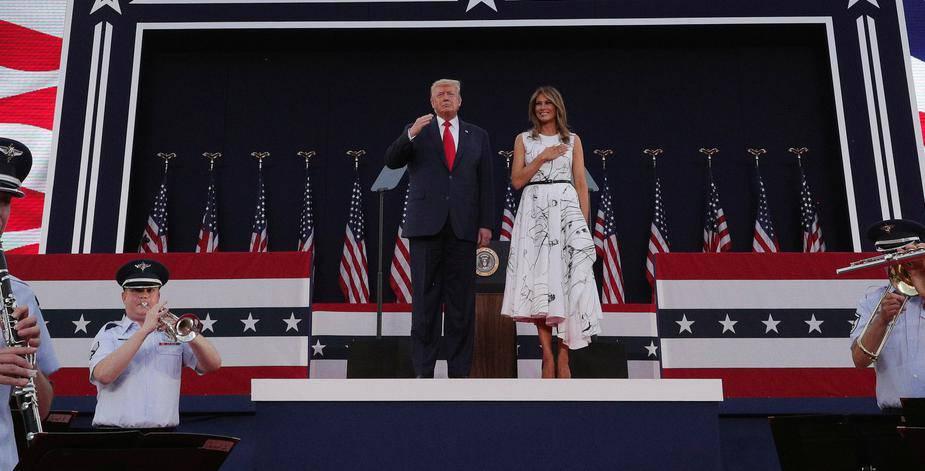 Ljudi se smiju haljini Melanie Trump: Izgleda kao pošarana