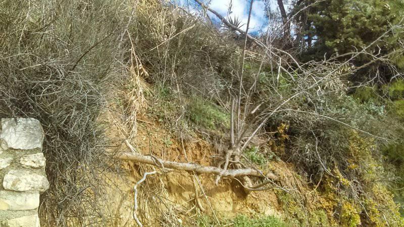 Stvorilo se klizište iznad mora u  Posedarju, ugroženo 50 kuća