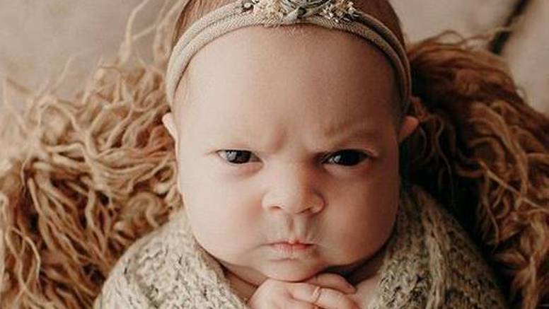 Neću se slikati! Mrzovoljna je beba postala hit zbog ljute face